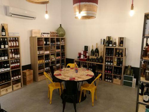cave vins epicerie table sautron les domaines qui montent. Black Bedroom Furniture Sets. Home Design Ideas